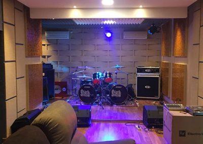 pemasangan-bad-diffuser-panel-akustik-ruang-audio