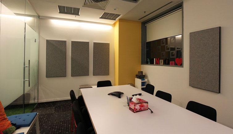 Peredam Suara dan Panel Akustik Pada Ruang Meeting/Rapat Untuk Mengurangi Gema