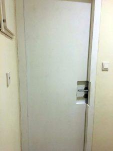 pintu peredam suara