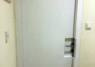 pintu-peredam-suara-warna-putih-2