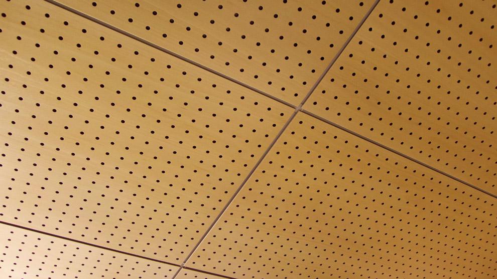 panel akustik berlubang